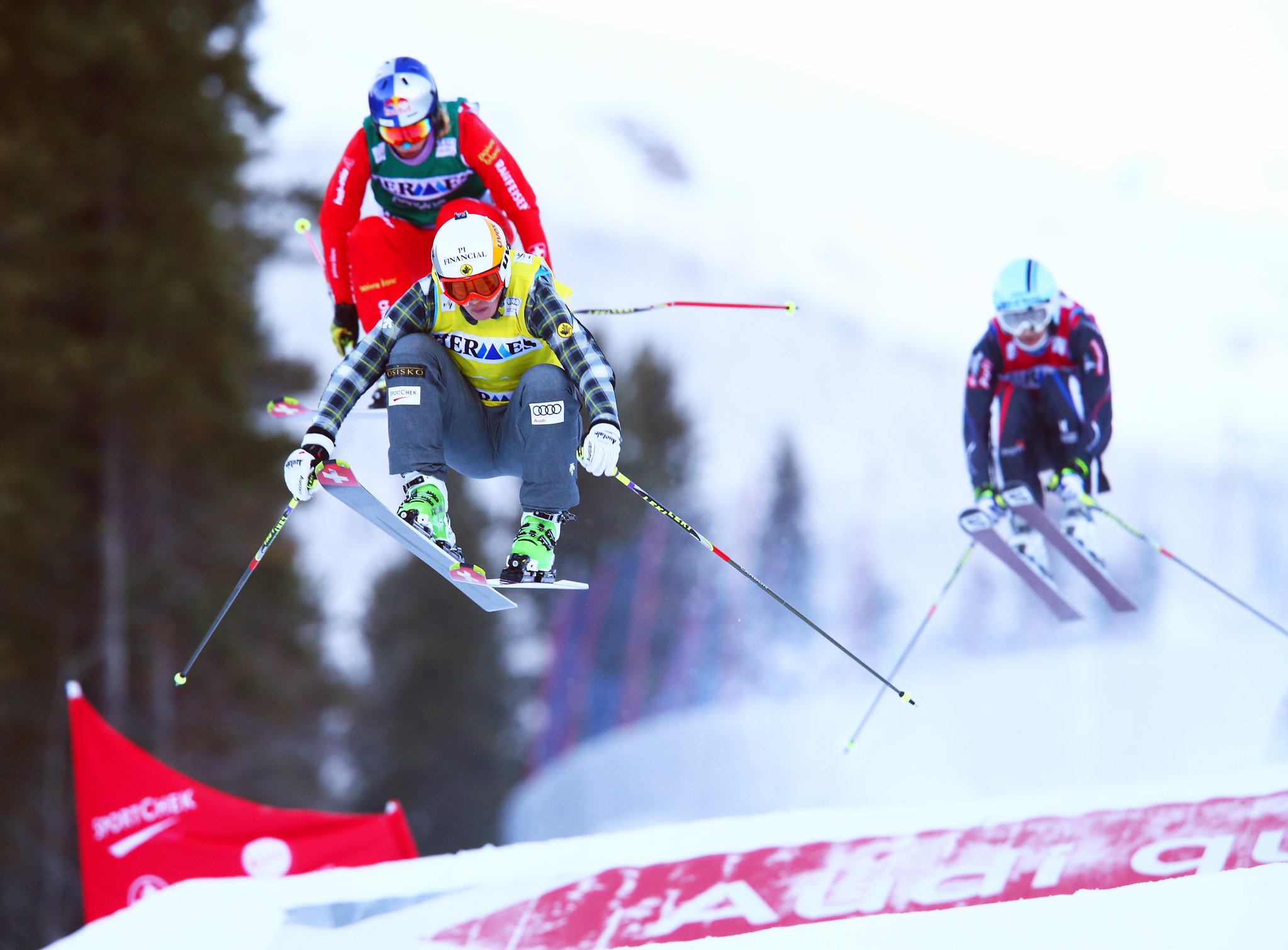 Marielle Thompson leads the way enroute to a 1st place finish in Nakiska, CAN at the FIS Ski Cross World Cup