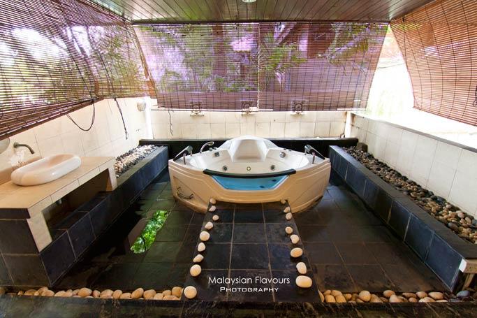 amoaras-royale-holiday-villa-hotel-suites-subang