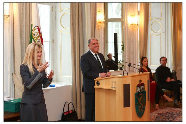 Landeshauptmann-Stellvertreter Siegfried Schrittweiser spricht zum Inklusiver Lehrgang
