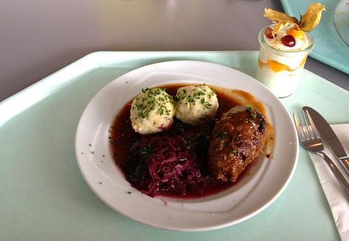 Rinderroulade mit Apfelblaukraut & Semmelknödeln / Beef roulade with red cabbage & bread dumplings