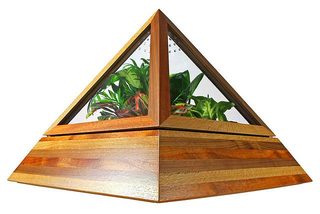 CORE DECO : Pyramid Terrarium.