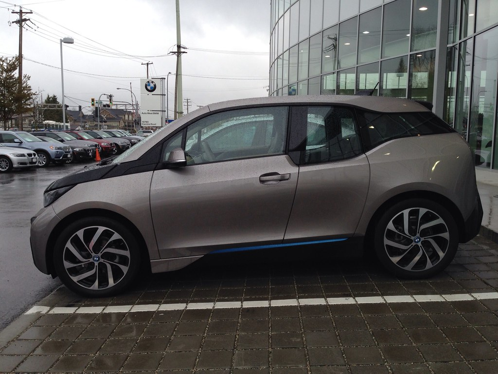 Side profile of the BMW i3