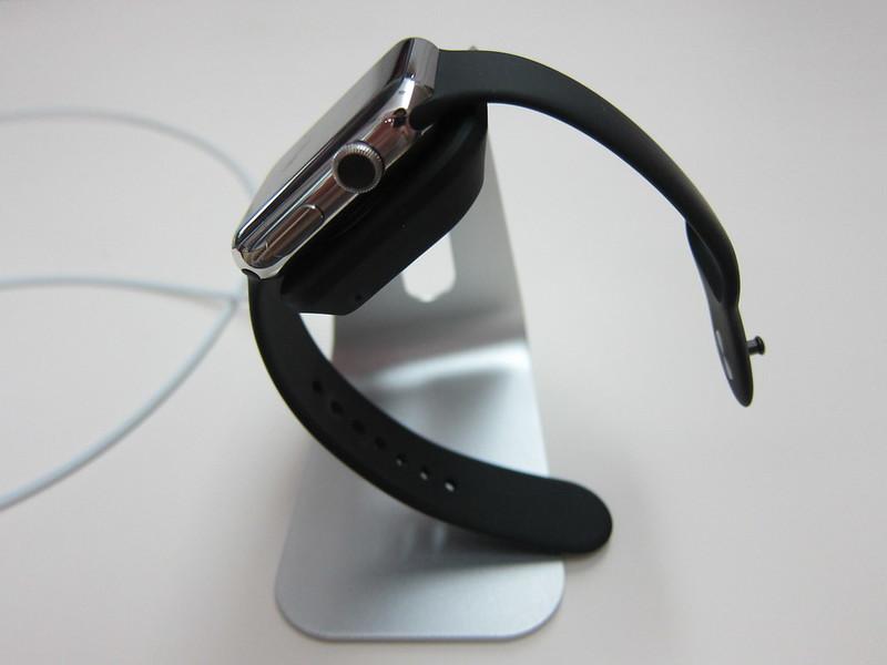 Spigen Apple Watch Stand S330 - With Apple Watch