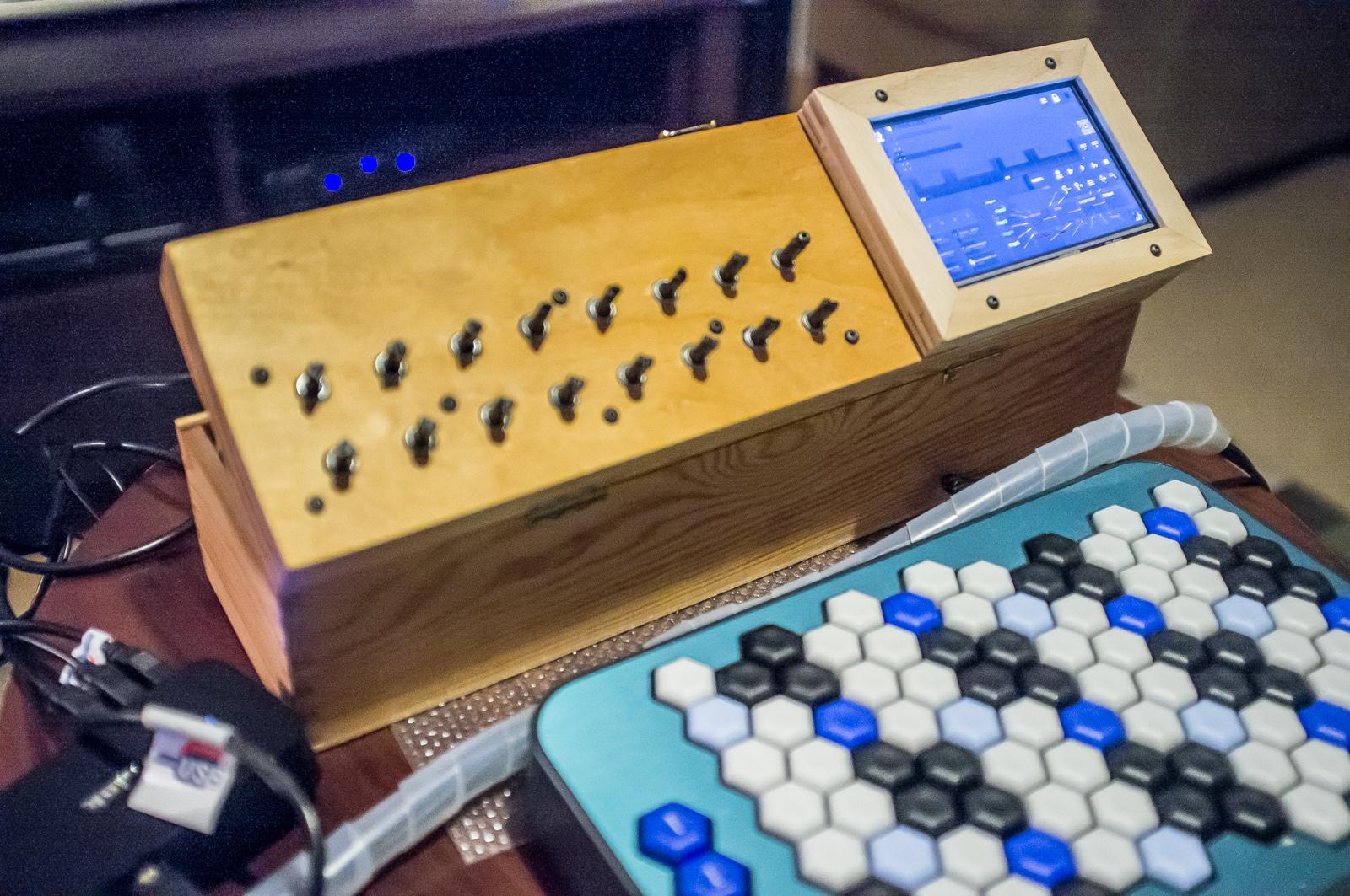 SunVox powered Raspberry Pi 2 synthesizer - WarmPlace ru