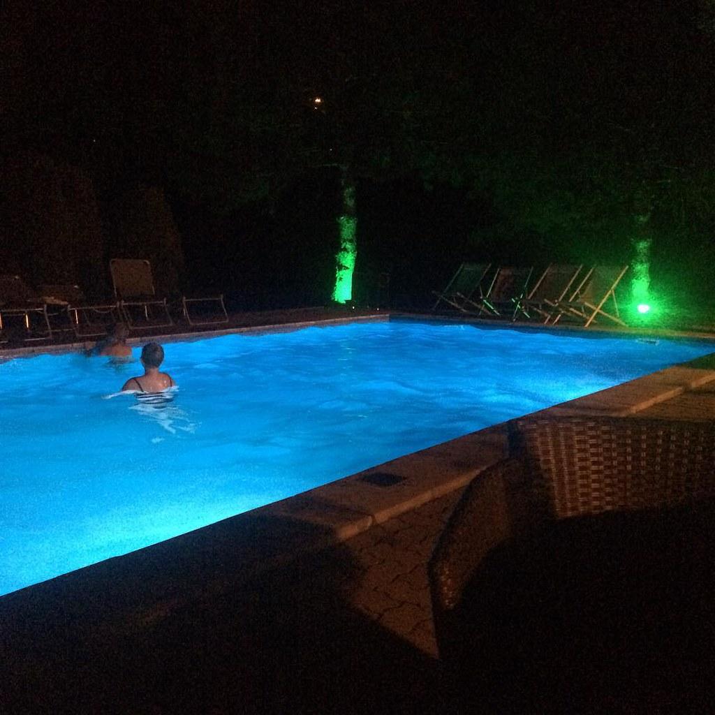 beim Abendlichen Kaffee so einen Anblick - das hat was,.. #accorhotels #cityweekend #hotelife nur ich hatte keinen Badeanzug mit #selberschuld #foodbloggerontour #unterwegs #austrianblogger #travelblog #instatravel #linz #highlight #discoverlinz #discover