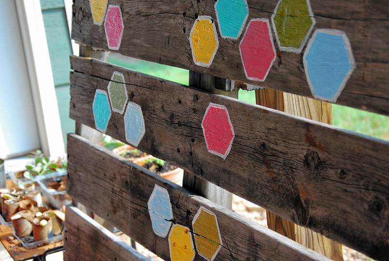 DIY hexagon palette yard decor