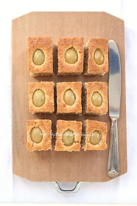 Quadrotti integrali al farro con uva bianca