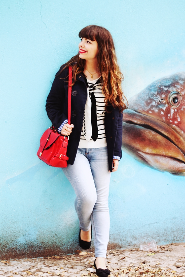 Romwe stripes sailor sweater, Romwe red satchel camera bag, Terra Mystique seahorse necklace, Primark navy coat, Lanidor jeans, Primark black bow flats, sailor outfit, navy outfit, starfish ring, anchor bracelet, rope bracelet, drawing dreaming blog, drawing dreaming outfit, ester Durães, Portuguese fashion blogger