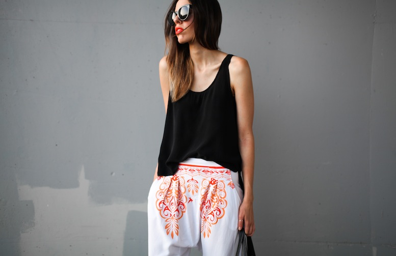 modern-legacy-fashion-blog-australia-mlm-millie-loves-min-santorini-printed-harem-pants-buy-style-tips (5 of 5)
