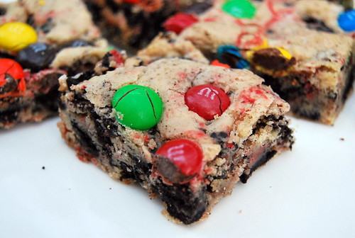 Loaded M&M Oreo Bars - Close Up-001
