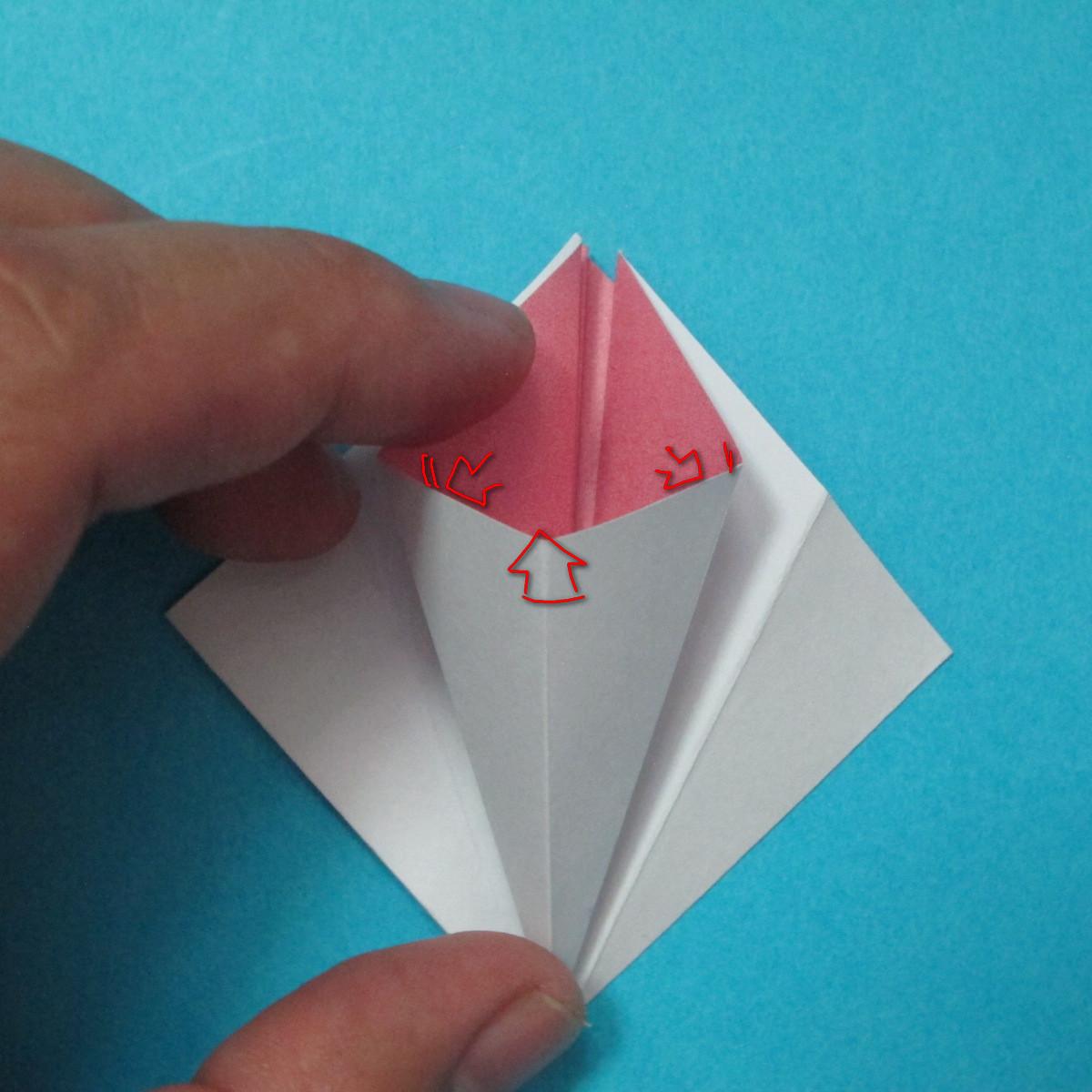 วิธีการพับกระดาษเป็นดอกไม้แปดกลีบ 009