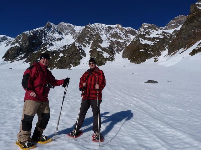 Carlos Omo y yo en el Valle de Badet caminando con raquetas de nieve