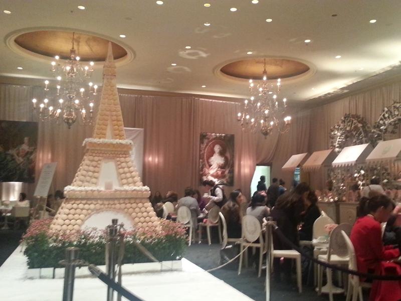 Wedluxe 2014 macaron Eiffel Tower