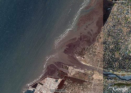 曾受開發威脅的彰化大城濕地。圖片作者:台灣水鳥研究群 彰化海岸保育行動聯盟,圖片來源:http://www.flickr.com/photos/waders/2043843189/,本圖符合CC授權使用。