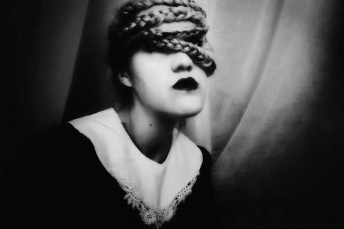 Sombre  // by Isaure Anska