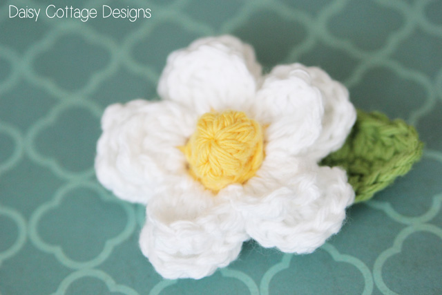 Use this crochet flower pattern to create beautiful embellishments for hats, headbands, and more. This is a free crochet pattern from Daisy Cottage Designs