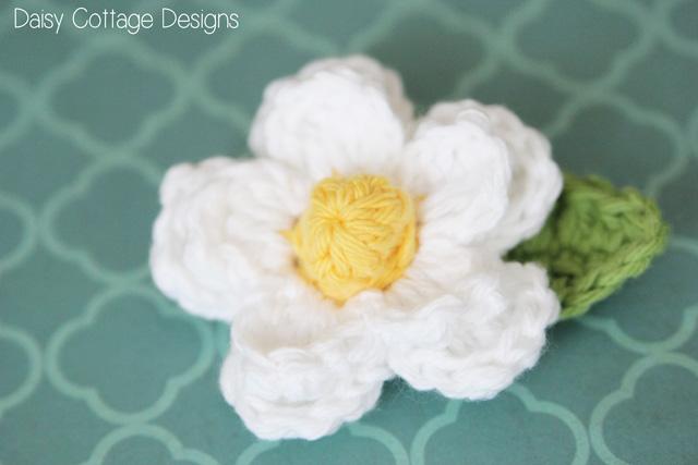 Crochet Small Daisy Flower Pattern : Easy Daisy Crochet Pattern {Free Crochet Flower Pattern ...