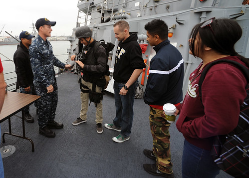 USS John Paul Jones Welcomes Friends and Family for an Open House