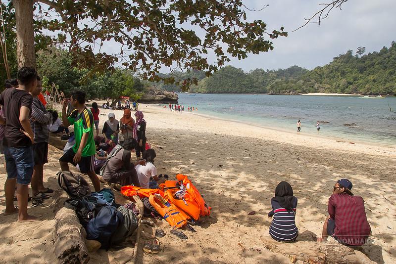 Pantai Tiga Warna (Malang)