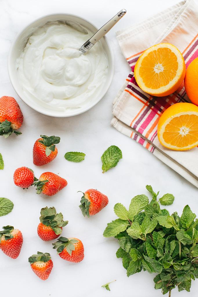 strawberry banana yogurt smoothie ingredients