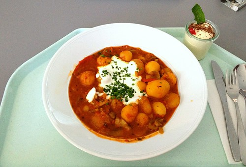 Pikantes Kartoffelgulasch / Zesty potato goulash