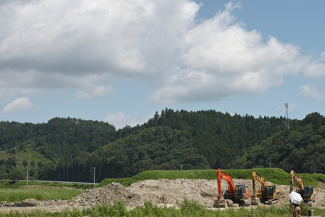 Power shovels (minami-sanriku)