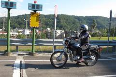 第一階段術科測驗,考生得先通過騎乘150C.C.循環檔機車的測驗。(圖片來源:新竹林管處)