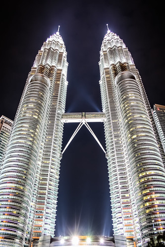 Petronas Twin Tower by raymaulany07