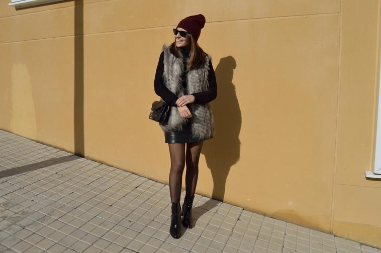 lara-vazquez-madlula-blog-black-outfit-leather-skirt