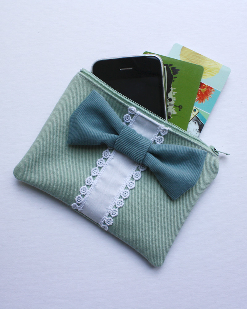 Big Bow Zipper Wallet - Free PDF Pattern!