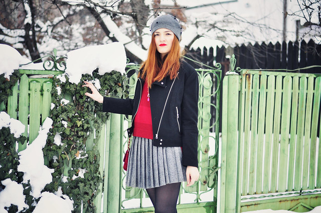 Red_grey_black_outfit (4)