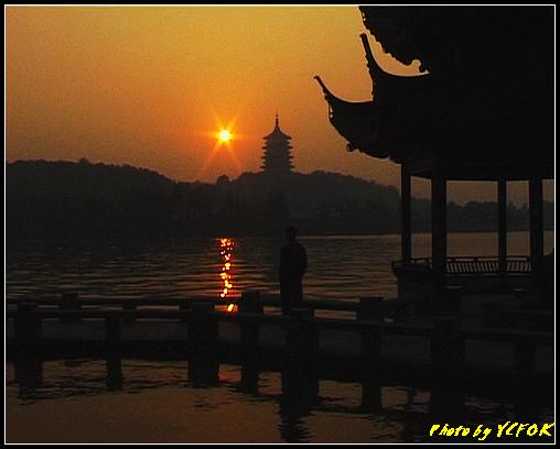 杭州 西湖 (其他景點) - 558 (西湖十景之 柳浪聞鶯 在這裡看 西湖十景的雷峰夕照 (雷峰塔日落景致)