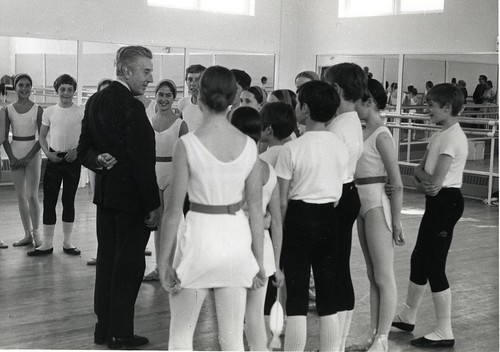 Frederick Ashton with students at White Lodge in the studio named after him when he retired as Director of The Royal Ballet in 1970.