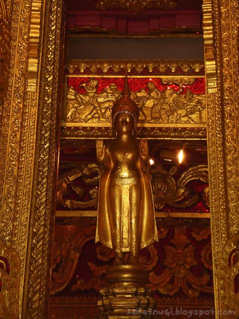 Luang Prabang 04 Haw Pha Bang Phra Bang Stop Hammer Time Mudra