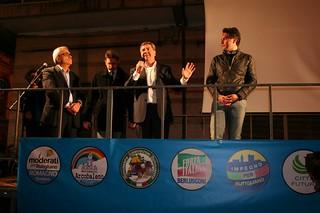 Il sindaco Romagno durante l'ultimo comizio