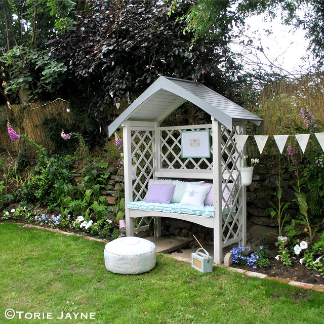 Pretty garden arbour bench