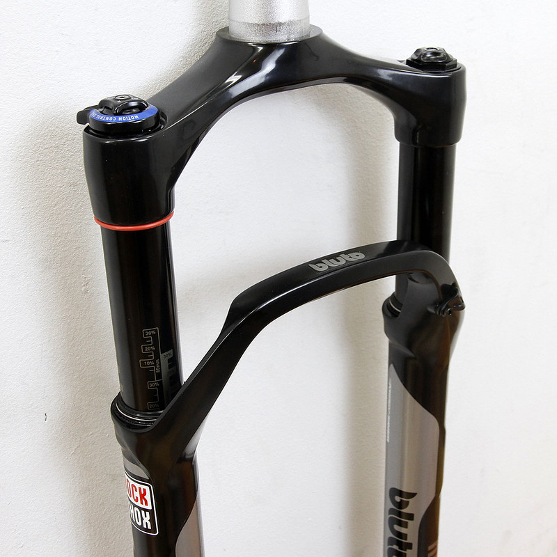 ROCK SHOX / BLUTO / 100mm  26″ RCT3 SA 15mm / Fast Black
