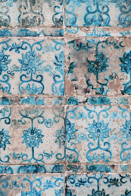 Flower pattern ceramic tiles of the King Tombs in Hami (Kumul) ハミ王陵、花模様のタイル装飾