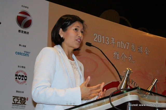 ntv7 and 8TV Group General Manager Airin Zainul giving her speech during YUAN Carnival 2013 Launch, press conference