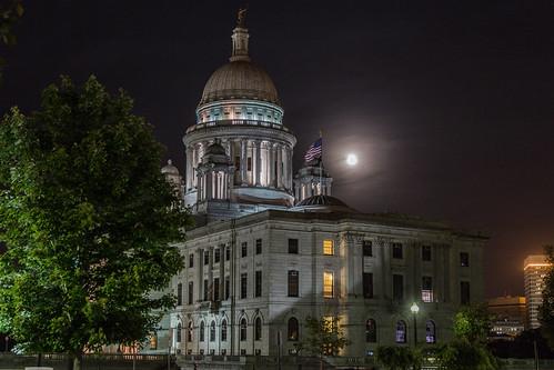 Super Moon Rhode Island State House by GoProvidenceRI via I {heart} Rhody
