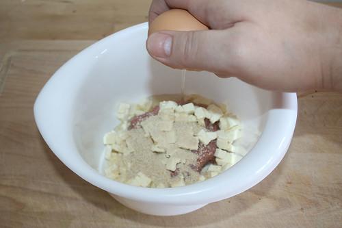 32 - Ei aufschlagen / Add egg