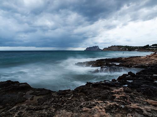 mar agua mediterraneo playa nubes ifach peñondeifach penyaldifach monsalo