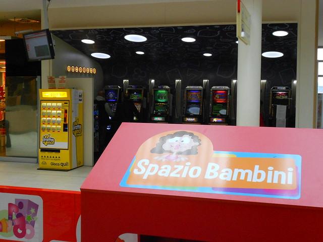 spazio bambini + slot machine a vista - Autogrill Brianza Nord