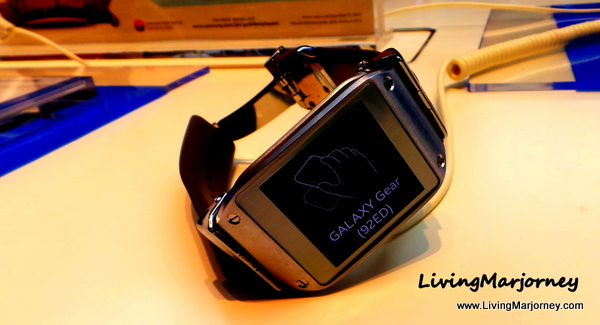 Samsung Galaxy Gear in Jet Black