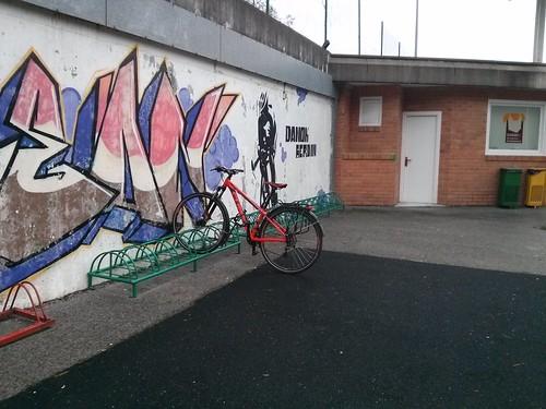 Con la bici a muchas partes.. ;)