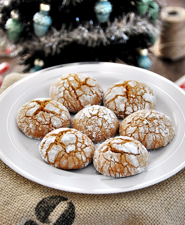 Spiced Gingerbread Crinkles Cookies
