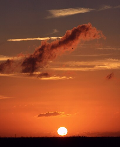 sunset nature beauty vertical clouds skyscape landscape unitedstates natural florida hometown maroon horizon ibis cloudscape floridaeverglades southflorida flyby browardcounty clearskies supershot coralspringsflorida thesunshinegroup sunrays5