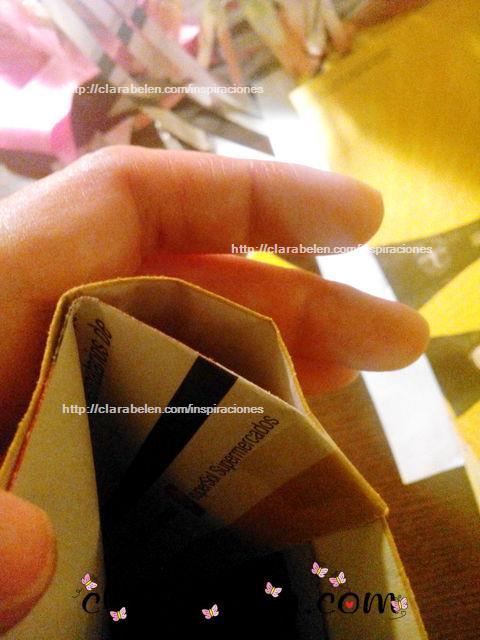Como hacer una bolsa para regalo con reciclaje hecha con flecos de papel