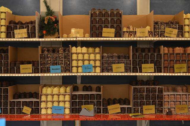 Wiesbaden Sternschnuppenmarkt Christmas stand Schaumkuss_edited