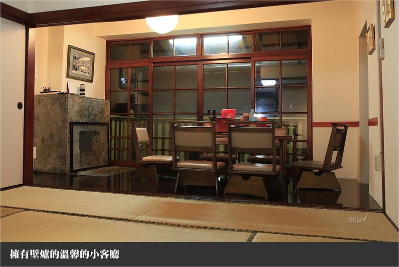 擁有壁爐的溫馨小客廳
